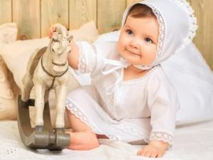 Что дарят на крестины девочке крестные и родственники?