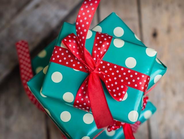 Порча на подарок: как определить и снять