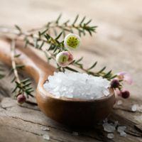 Снятие порчи солью на сковороде