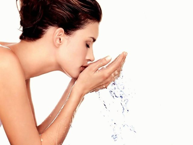 Как снять порчу святой водой