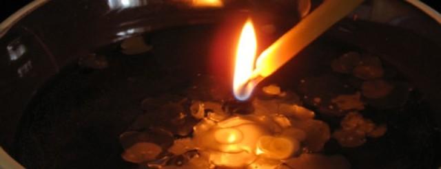 Как снять порчу(сглаз) с помощью церковной свечи