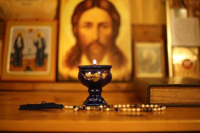 Молитва «Символ Веры», текст с ударениями для крестного и крестной