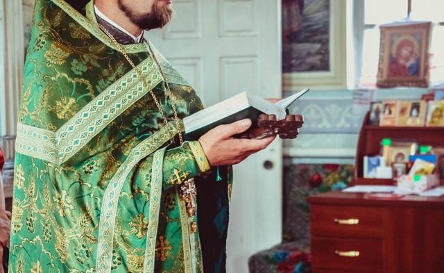 Как происходит крещение взрослого человека в православии и что нужно знать