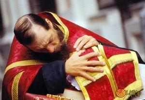 Можно ли женщине с месячными ходить в церковь, ответ священника