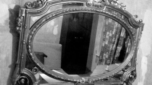 Сколько дней надо закрывать зеркала на похороны и почему их завешивают?